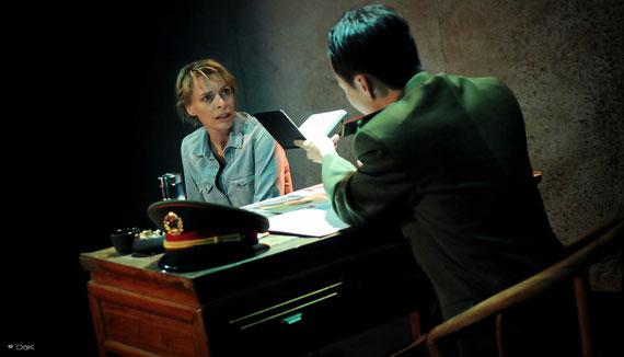 """Véronique PICCIOTTO et Helmi DRIDI dans """"à nu""""adaptation et mise en scène Marc SAEZ / photo David KRÜGER"""