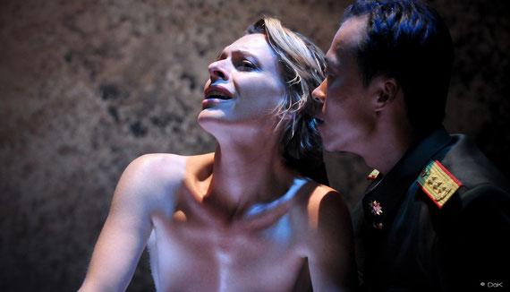 """Véronique PICCIOTTO  dans """"à nu""""adaptation et mise en scène Marc SAEZ / photo David KRÜGER"""