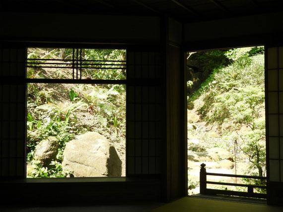 内部から庭園を観る