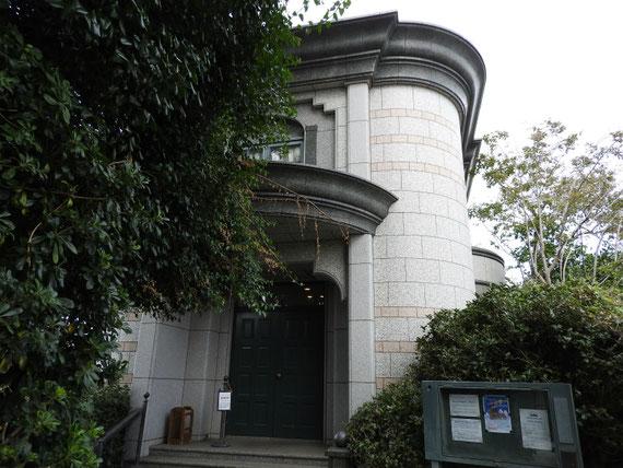 横浜外国人墓地資料館玄関