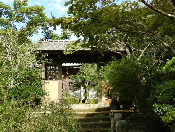 海蔵寺、山門横の通用門