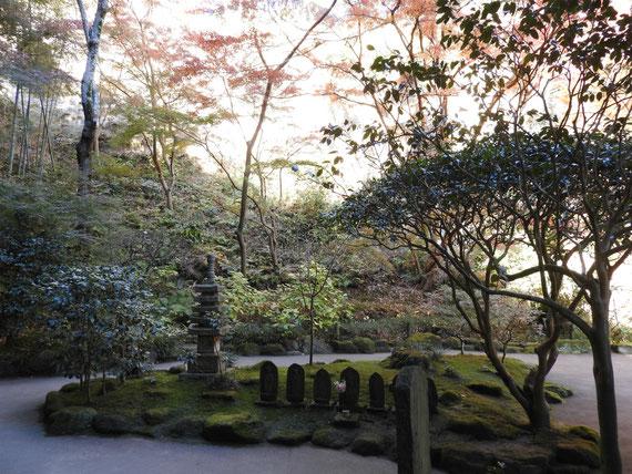竹の庭内の地蔵蔵