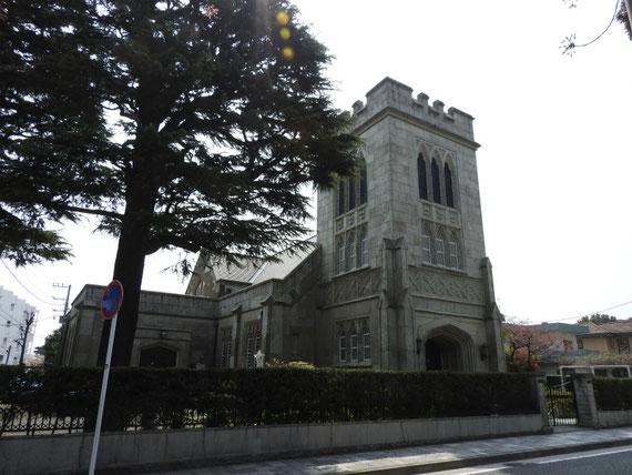 前面道路より左から見る、山手聖公会