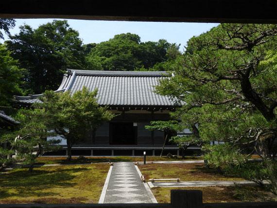 長寿禅寺 本堂  季節期間・曜日限定拝観  山門から