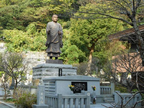 日蓮聖人鎌倉開教聖地の碑