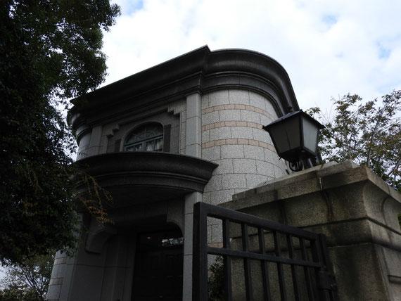 横浜外国人墓地資料館入り口