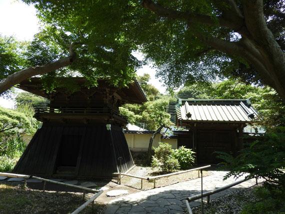 袴腰鐘楼と山門
