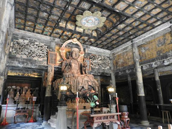 仏殿の地蔵菩薩像