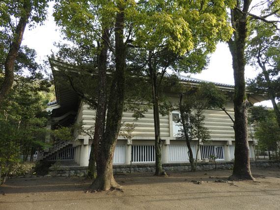 流鏑馬馬場から見る鎌倉国宝館