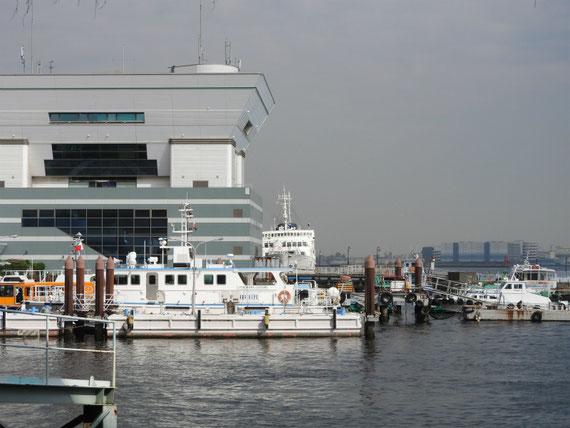 大さん橋と船