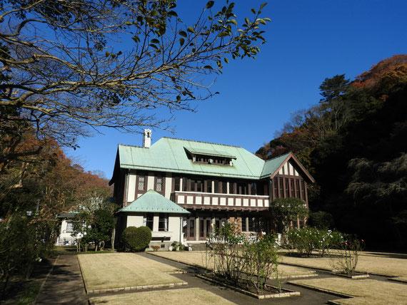 フランス庭園左より観る旧華頂宮邸