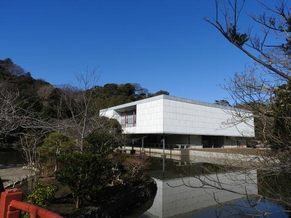 境内の旧鎌倉近代美術館本館