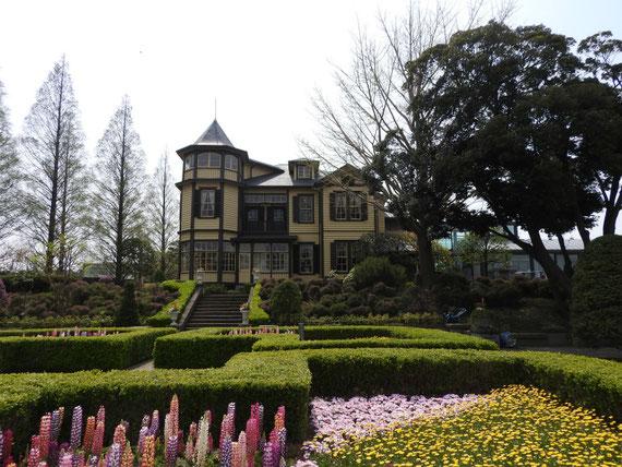 裏側、イタリア公園のガーデンより、外交官の家を見る