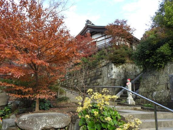 建長寺参道から、龍峰院・天源院への階段