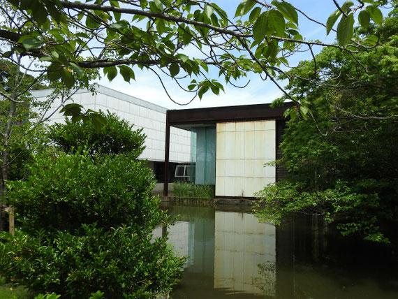 平家池と新館