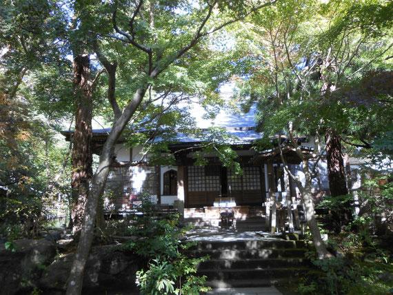 覚園寺境内のお堂。本堂はみれませんでした