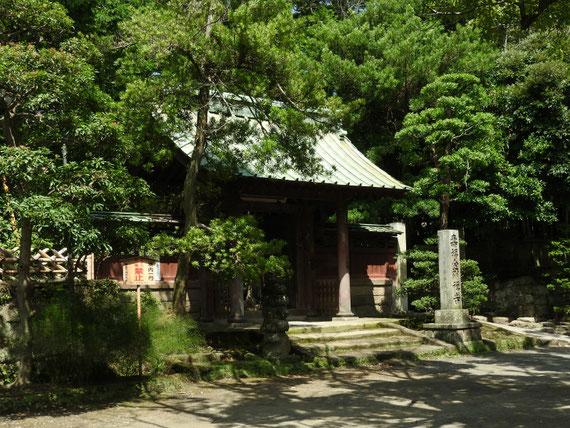 8月の、壽福金剛禅寺山門
