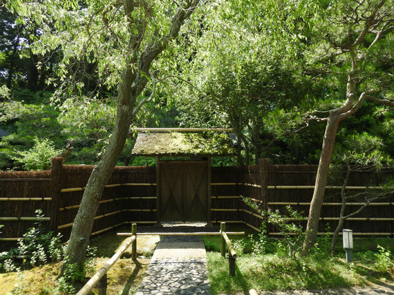 寒雲亭の門