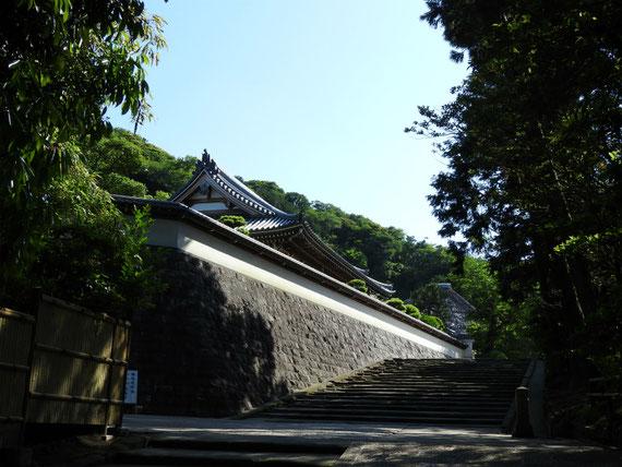 松領院への石段