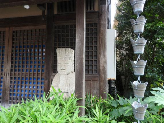 道端の石像