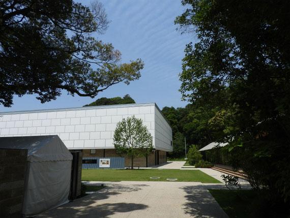 参道からの鎌倉文華館