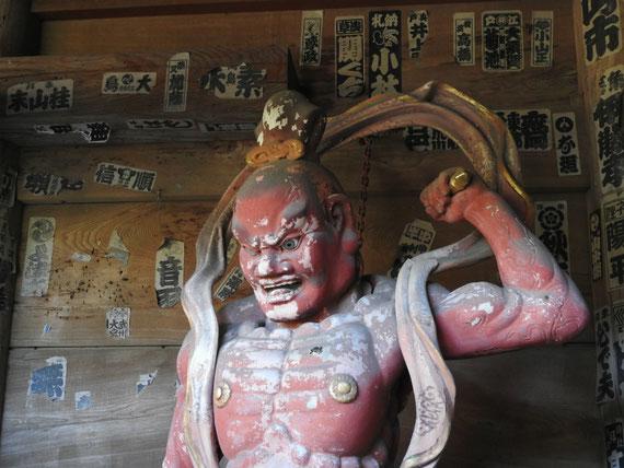 杉本寺仁王門の仁王像 12月