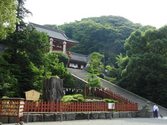 鶴岡八幡宮本宮への石段