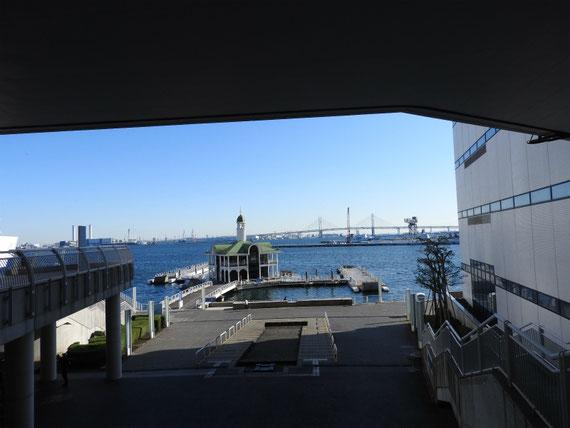 国立大ホール横からぷかり桟橋へ