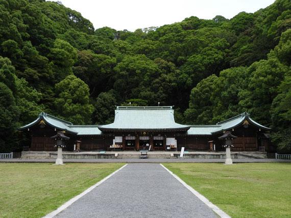 静岡縣護国神社 左翼舎、本殿・拝殿、右翼舎 6月