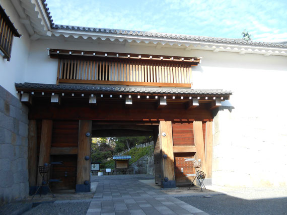 東御門から入った櫓門