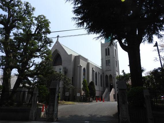 前面道路から見るカトリック山手教会