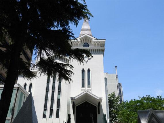 横浜海岸教会正面