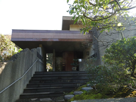 虚子立子記念館玄関