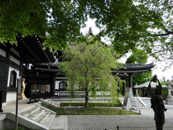 長谷寺本堂(観音堂) 4月