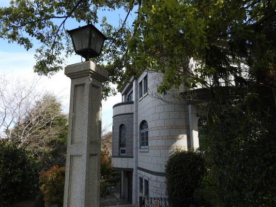横浜外国人墓地資料館、側面のデザイン