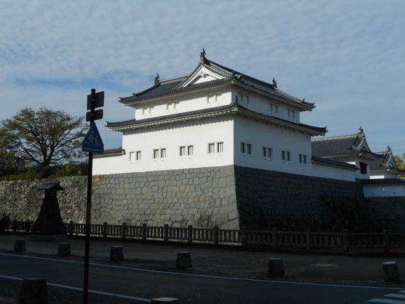 修復された駿府城二ノ丸、東御門巽櫓