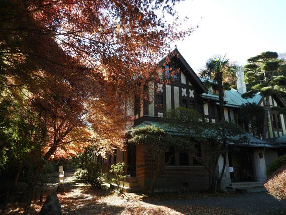前庭左から観る旧華頂宮邸