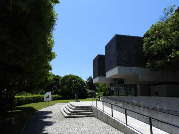 鎌倉近代美術館別館前庭