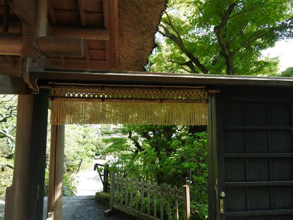 山門へのくぐり戸
