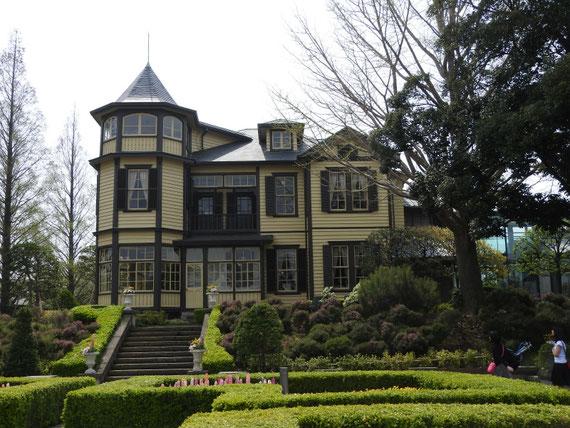 ガーデンより見る、外交官の家
