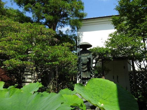成就院境内、弘法大師像
