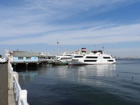 山下公園乗船場と海