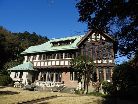 フランス庭園右から観る旧華頂宮邸