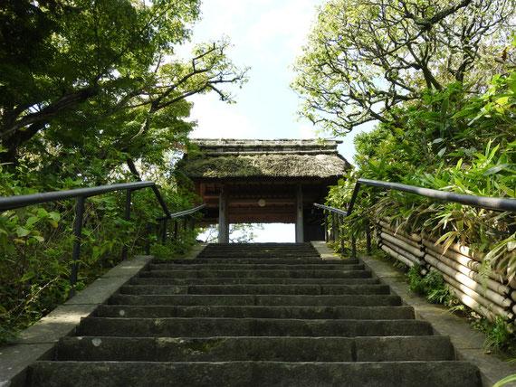 東慶寺山門 9月