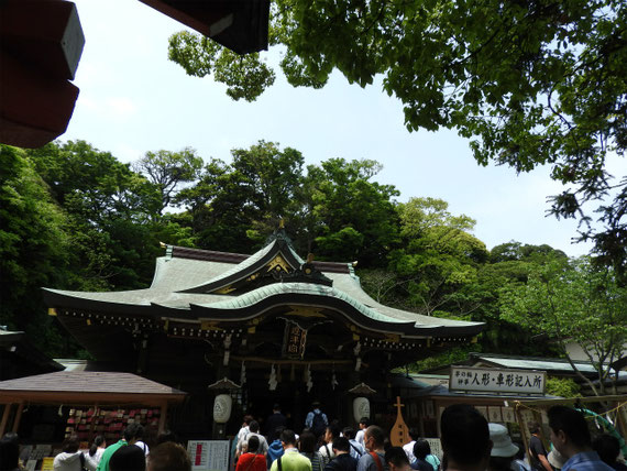 源実朝創建したと伝わる邊津宮。奉安殿には鎌倉期作といわれる妙音弁財天像が安置