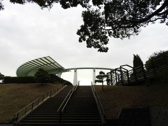 展望台、フランス山入り口から望む
