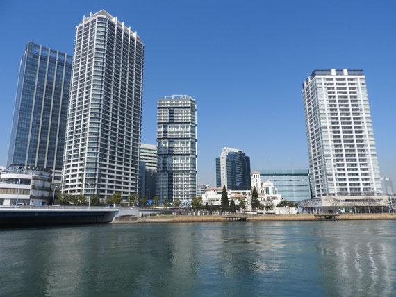 水際プロムナードから、横浜イーストスクエア、横浜タワーレジデンス、横浜ベイクオーターANNEX