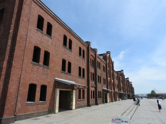 赤レンガ倉庫2号館(商業施設)右全景