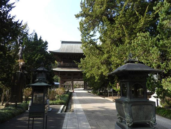 仏殿からみる、建長寺三門