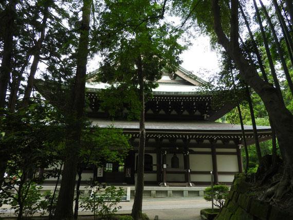 蔵六庵から仏殿をみる